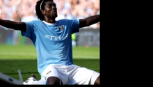 Emmanuel Adebayor v dresu City